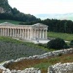 The Doric temple of Segesta http://www.dreamsicilyvillas.com/guide/archaeological-sites/segesta/