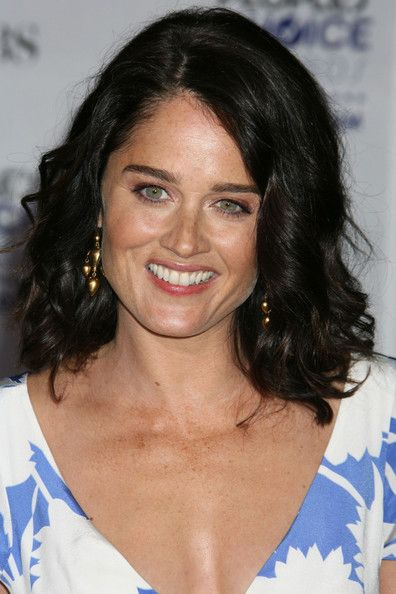 Robin Tunney Photos Photos - Actress Robin Tunney arrives at the 35th Annual People's Choice Awards held at the Shrine Auditorium on January 7, 2009 in Los Angeles, California.  (Photo by Kevin Winter/Getty Images for PCA) <i></i>* Local Caption <i></i>* Robin Tunney - 35th Annual People's Choice Awards - Arrivals