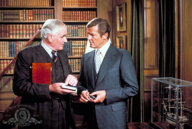 Head of Q-Division, Geoffrey Boothroyd (Desmond Llewelyn) and James Bond (Roger Moore) in Moonraker (1979)