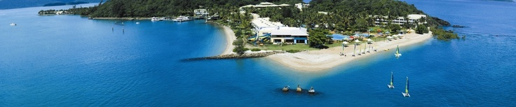 Daydream Island  One of the closest of the Whitsunday Island resorts to the coast, being completely inhabited by Daydream Island Resort and Spa.