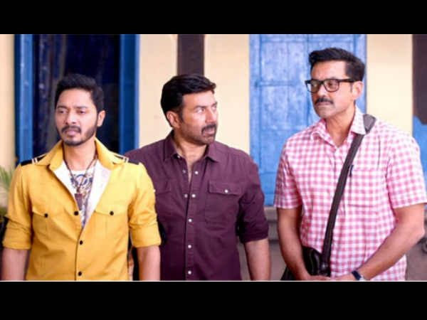 Poster Boys Movie Review: A No-Brainer That Takes You On ACrazy Ride With Its Silly Humour!Rating: 3.0/5  Cast: Sunny Deol, Bobby Deol, Shreyas Talpade Director: Shreyas Talpade  Producers: Sunny Sounds Pvt Ltd, Shreyas Talpade, Deepti Talpade Writers: Bunty Rathore, Paritosh Painter What's Yay: Many 'haha-haha' moments What's Nay: A preachy climax Popcorn Refill: Interval Iconic Moment: There's a scene in the film with reference to JP Dutta's Border that will make you burst out with…
