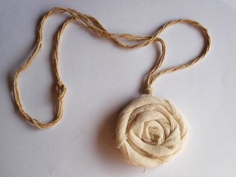 I really like this simple homemade necklace. I think the texture of the rope and the fabric of the flower goes together very well and catches your eye.