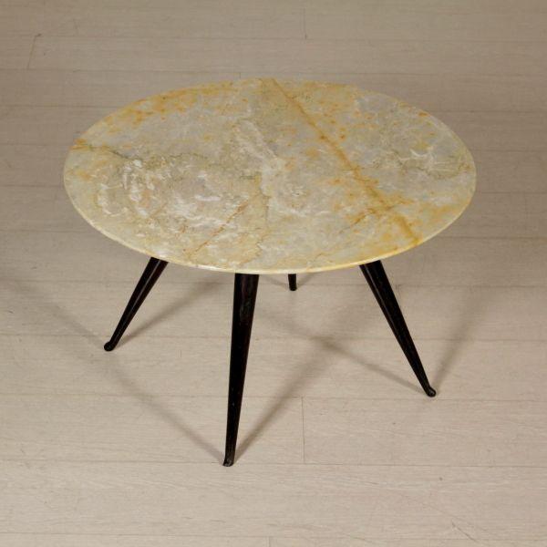 Tavolino anni 50 da centro; base in legno tinto, piano in marmo.
