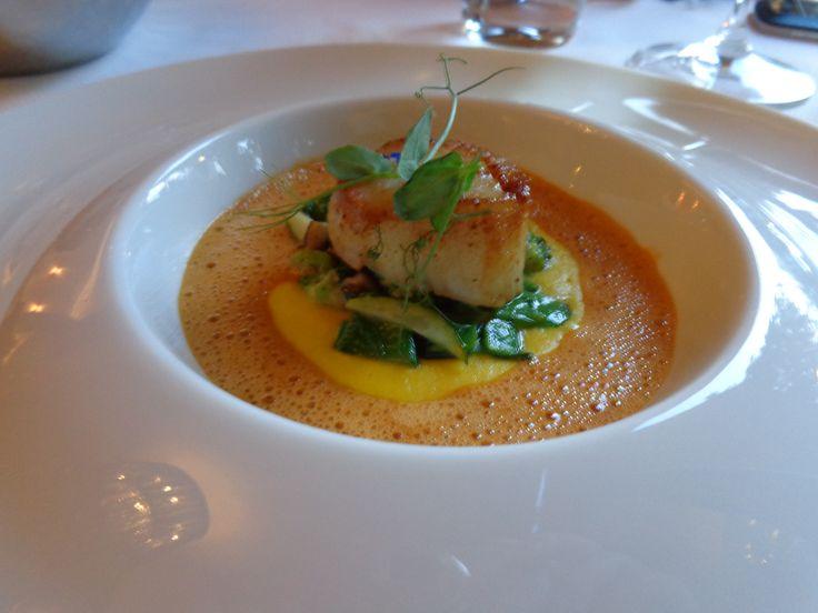 Pan-fried sea scallop, sweet corn purée, Shiitake mushrooms, grapes, Cardinal sauce @ Restaurace Bellevue