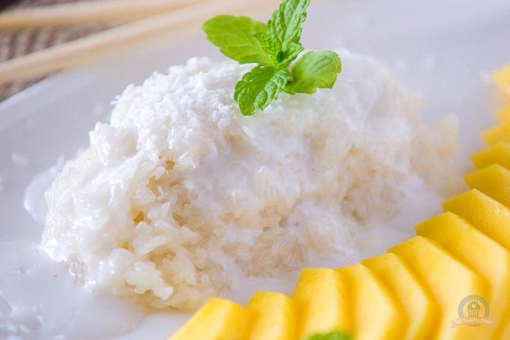 Ich kann es mir schon denken, viele Fragezeichen gehen gerade durch eure Köpfe! Was zum Kukuck ist Sticky Rice?Ich werde es einmal kurz für euch zusammenfassen.Sticky Rice ist einfach nur das englische Wort für Klebreis.Klebreis ist eine Reissorte, dieaus Thailand stammt. Er wird z.B. gerne zu gegrilltem Hähnchen mit Papayasalat …