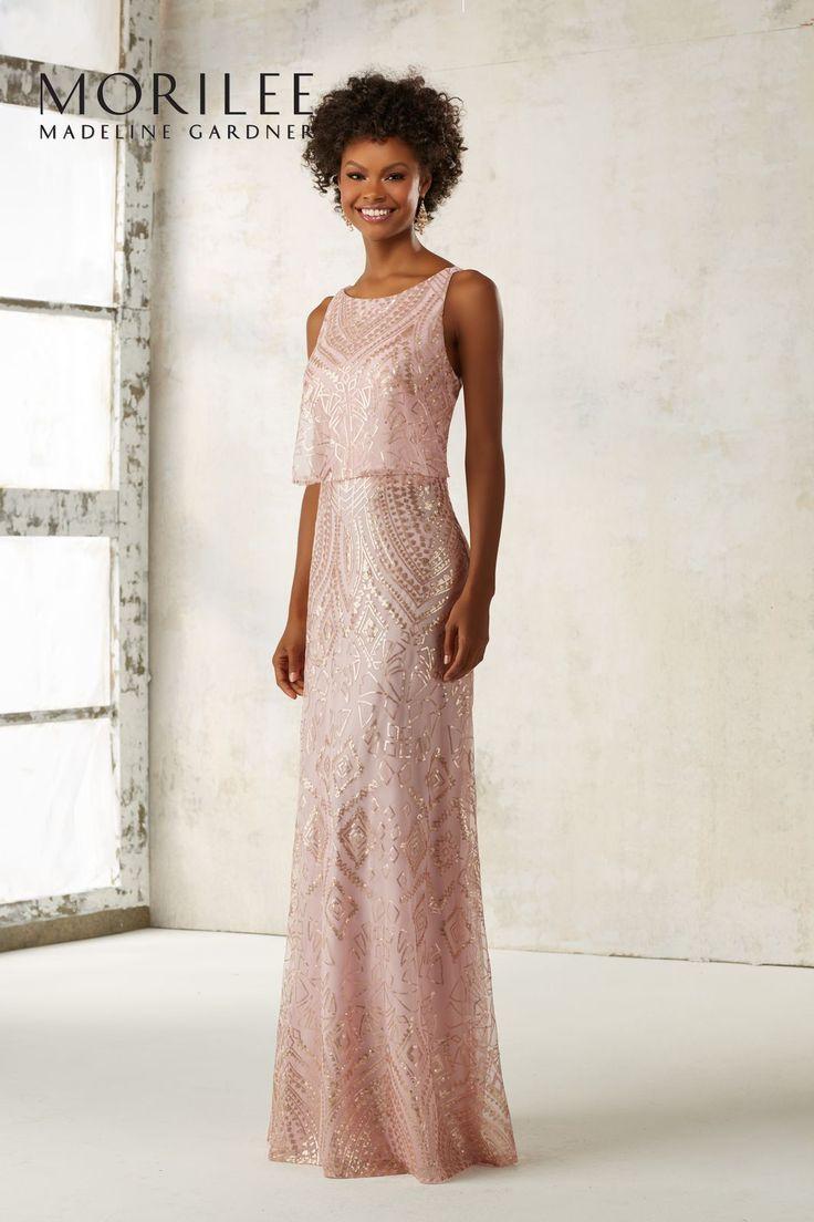 Dopasowana wieczorowa suknia Mori Lee z cekinami. Elegancka suknia z wyszywanymi wzorami z cekinów, które nadają jej wieczorowego charakteru. Lekki …