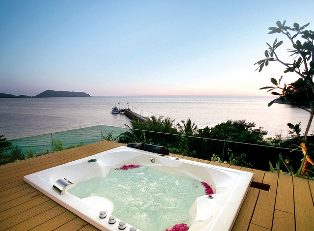 Nestled in a calm and secluded cove along Nakalay Beach, ever so slightly away from lively Patong, the boutique Nakalay Beach resort boasts brand-new luxury apartments ideal for couples and families alike. With panoramic views of the Andaman Sea, jungle-clad mountains and spectacular sunsets.
