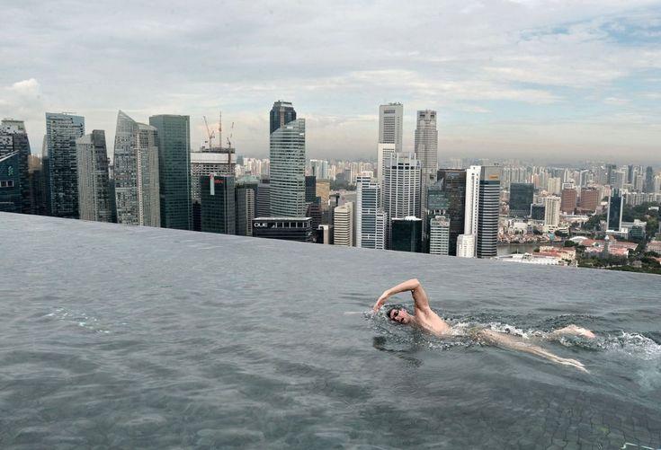 El australiano, Christian Sprenger, campeón del mundo de natación, en la piscina del Hotel Marina Bay Sands, en Singapur, el 20 de mayo de 2014. ROSLAN RAHMAN/AFP.