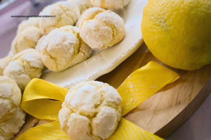 MAMMA MIA QUANTE RICETTE:   Biscotti al limone  Ingredienti: 120 gr di burro 100 gr di zucchero la buccia grattugiata di 1 limone 25 ml di succo di limone 1 uovo 270 gr di farina 1 cucchiaino di lievito per dolci (io ho messo anche  : 1 bustina di vanillina qualche goccia di essenza al limone )  zucchero  zucchero a velo