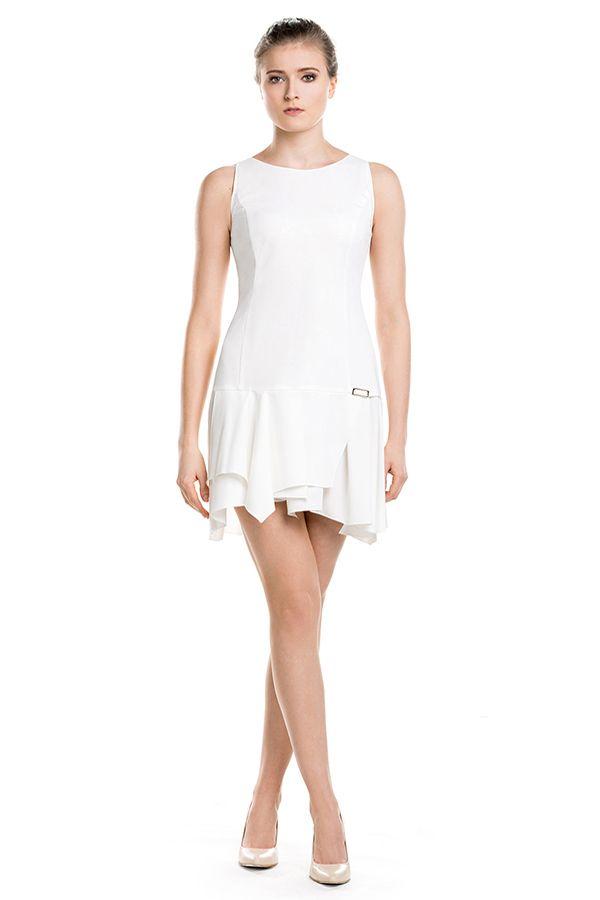 Asymetryczna, biała mini. Asymetric mini dress in white.
