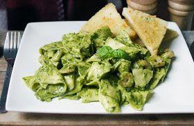 Gewoon wat een studentje 's avonds eet: Italiaans: Vlokkenpasta met garnalen, zelfgemaakte pesto en toast