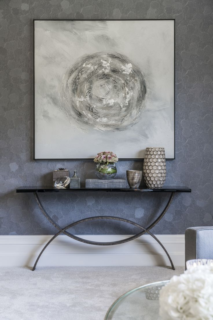 The forged steel semicircular curvature in this @portaromanauk Fishtail Console contrast beautifully with the linear edges of the artwork above, acting as an elegant statement piece in our bedroom design.