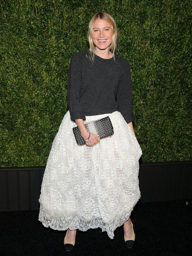 Model Dree Hemingway zeigt uns am Rande eines Chanel Events, wie lässig man so…