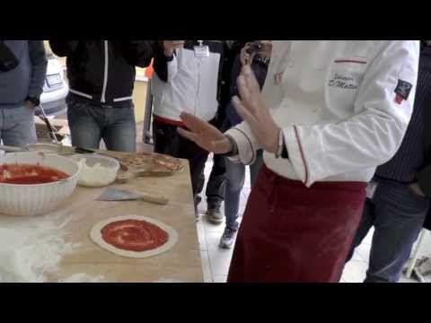 La Confraternita della Pizza Part III - Creazione dei panielli - stesura condimento e cottura - YouTube