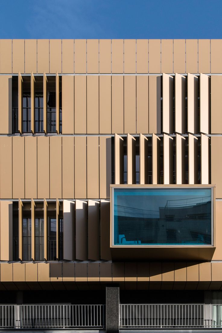 Renovation project Rue de Bercy, Paris | France Architect: Audren et Schumberger, Paris | France Fabricator/Installer: Delta Sud Year of Construction: 2013 Product: ALUCOBOND®   Gold Metallic & Anodized Look C31 Photos: Manuel Panaget - Amac.coop http://media.alucobond.com/ebook/forms_elements/011/#/1/