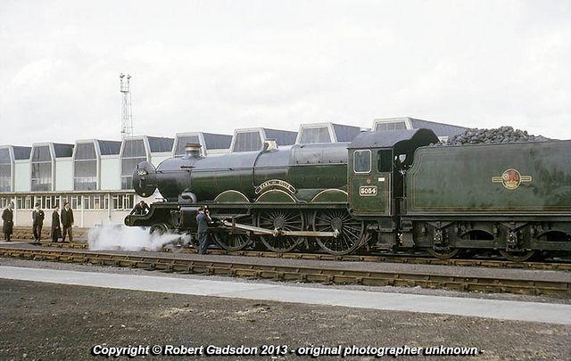 1964 - Ex-'Castle', at Bath Road..   GWR 'Castle' class 4-6-…   Flickr