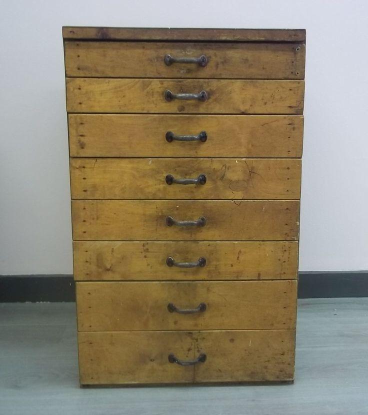 Brocante Vintage Ladenkastje.Het brocante kastje heeft 9 laden en is hoog 80 cm, breed 50 cm, diep, 45 cm