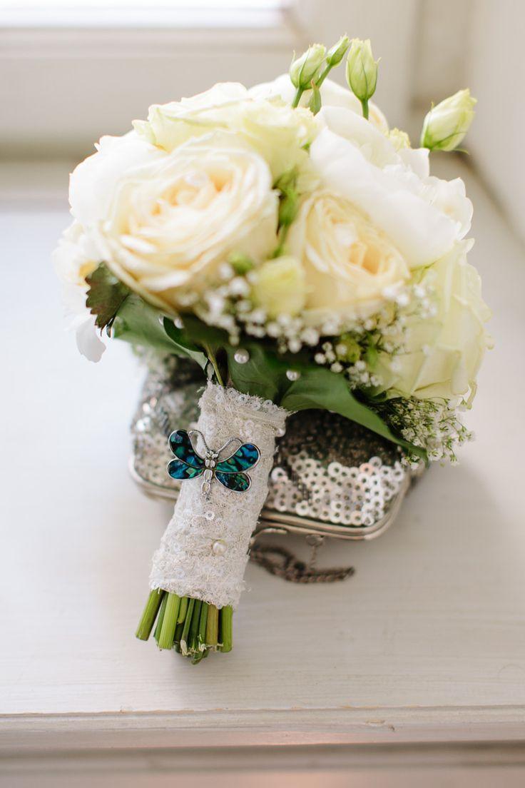 Brautstrauß in Creme - Wedding bouquet in invory http://www.dashochzeitshaus.de/referenzen/impressionen/hochzeit-in-nuernberg-im-hirsvogelsaal/