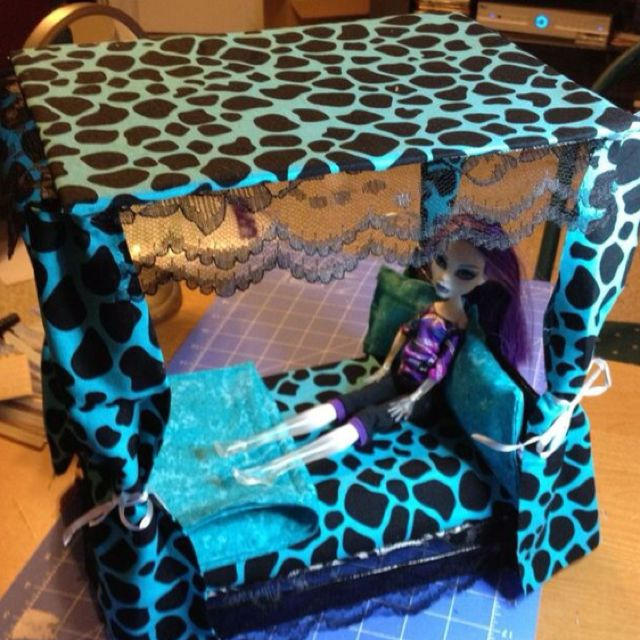 Monster High canopy bed