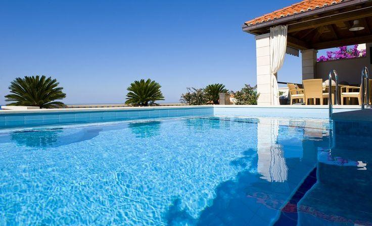Dubrovnik #casedilusso #piscina #pool #luxuryhomes http://www.lussocase.it/2013/02/case-di-lusso-a-dubrovnik-la-perla-delladriatico/