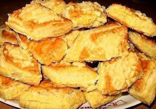 Печенье на кефире. мука 500 г сахар 0.5-0.75 стакана кефир 2 стакана масло растительное 2 ст. ложки сода погашенная лимонной кислотой 1 ч. ложка сахар для посыпки по вкусу или корица молотая по вкусу