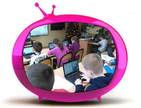 Dzisiaj na piątej lekcji ja, Nadia, Klaudia, Sawa, Pani Aneta i Pani Agnieszka uczyłyśmy uczniów z klasy 3c, jak dodać załącznik w postaci chmurki wyrazowej do wysyłanej wiadomości. Rysunek został przygotowany  w aplikacji Tagxedo. Klaudia i Sawa pokazywały dzieciom sposób wykonania zadania na tablicy interaktywnej. Ja z Nadią pomagałyśmy przy komputerach.