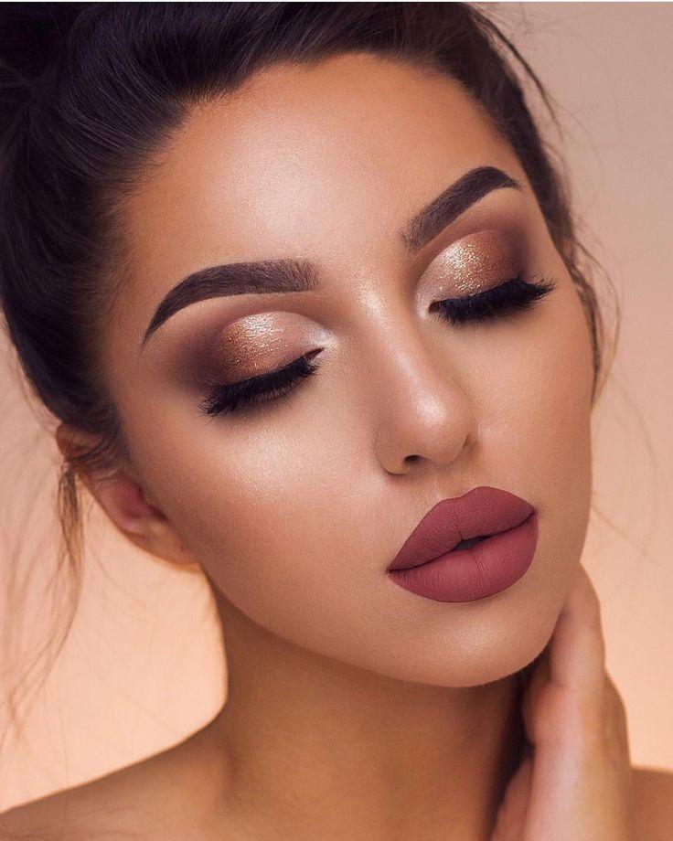 Fall weather makeup looks, soft Smokey eye makeup looks, rose lipstick, dark pin...