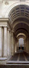 La asombrosa galería diseñada por Borromini tiene 9 metros de largo, aunque parece tener casi 40. El efecto se consigue con la progresiva reducción de todos los elementos: no sólo se estrechan las paredes, sino que se eleva el suelo y disminuye la altura de la bóveda. La escultura que se ve en el jardín del fondo tiene en realidad 60 cm., aunque al espectador le parece de tamaño natural.