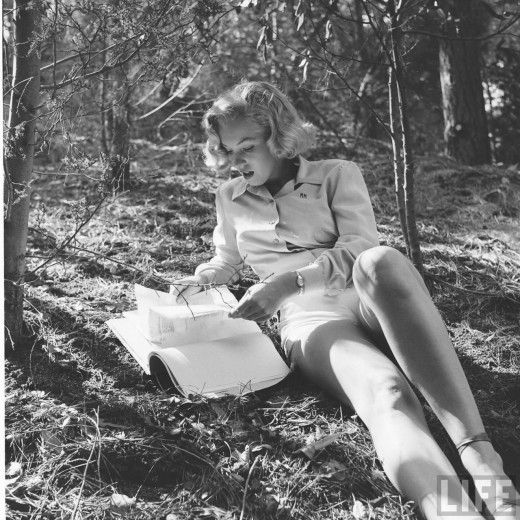 Marilyn hikingNormajean, Rare Marilyn Monroe, Reading Book, Marilyn Monroe Photos, Marilynmonroe, Photos Shoots, Norma Jeans, Los Angels, Griffith Parks