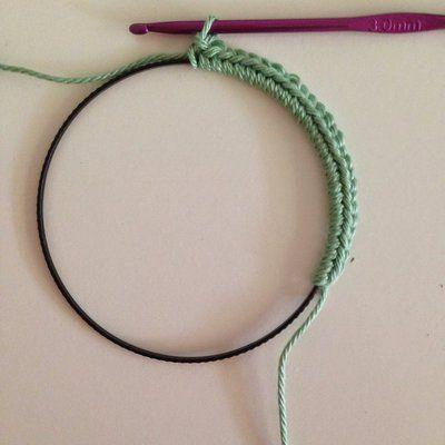 Etape 1 pour réaliser un cadre en crochet à partir d'un cercle d'abat jour.