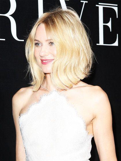 Von Naomi Wattssind wir normalerweise eher Langhaar-Frisen gewöhnt. Dabei steht ihr der ultra-fluffige Bob1A. Würden wir gerne öfter sehen, liebe Naomi. Undbei dem schönen, glänzenden Blond bekommen wir akuten Farbneid!