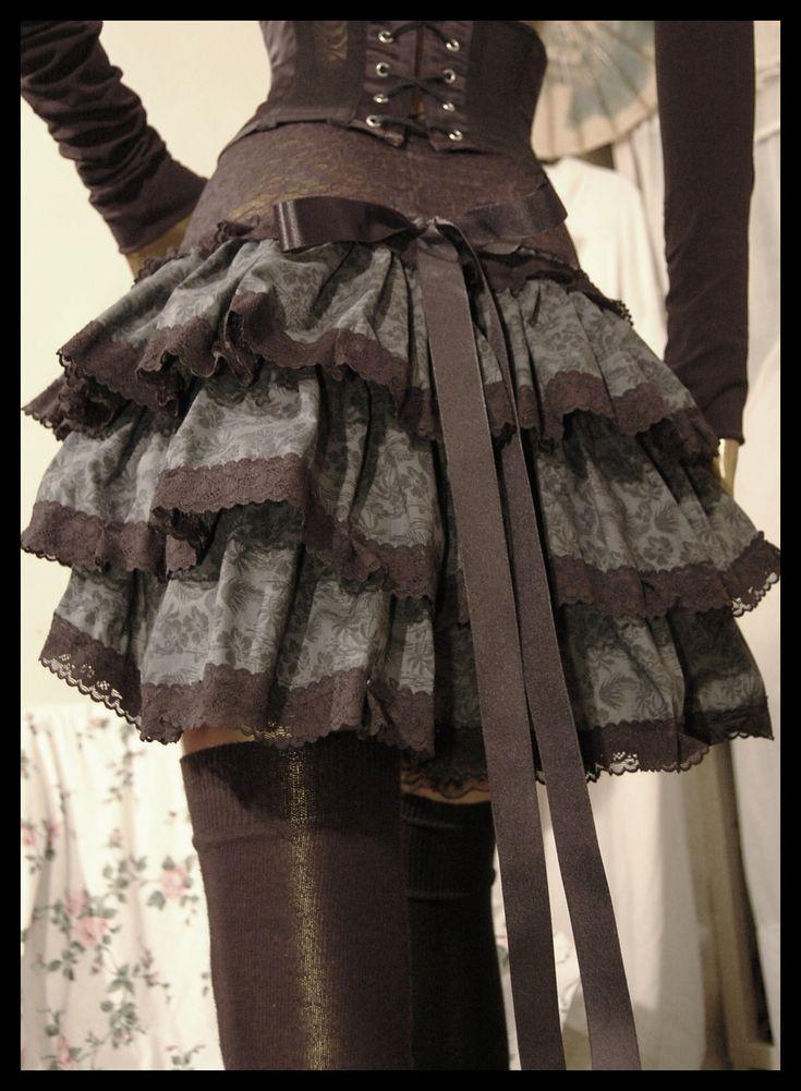 Me mola esta falda recogida por delante