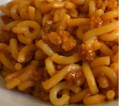 Ingredienti (per 4 persone): 400 gramigna 300 gr salsiccia di maiale 2 cucchiai di panna fresca 1 cipolla,1 carota e1 gambo di sedano olio extravergine di oliva 3 cucchiai di conserva di pomodoro…