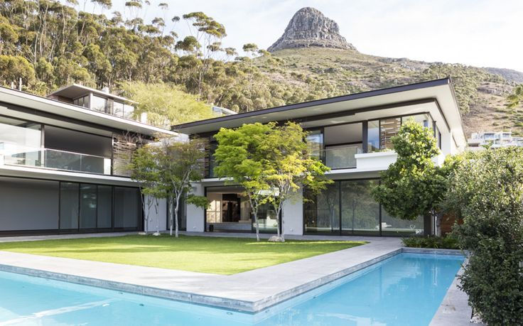 Fresnaye house in Cape Town with beautiful pool and connection to Lions Head