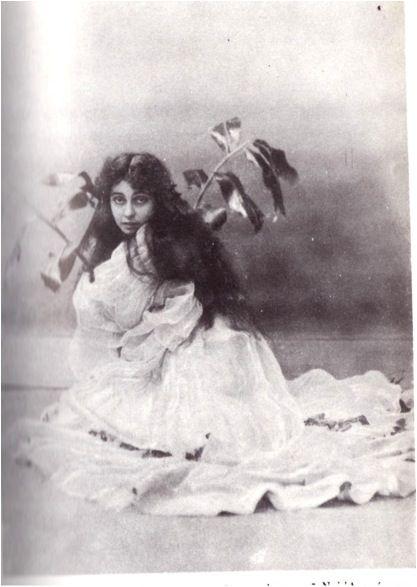 """Η Θεώνη Δρακοπούλου-1886-1968(Μυρτιώτισσα) στο """"Όνειρο εαρινής πρωίας"""" του Ντ' Αννούντσιο σε σκηνοθεσία Χρηστομάνου στο Δημοτικό Θέατρο."""
