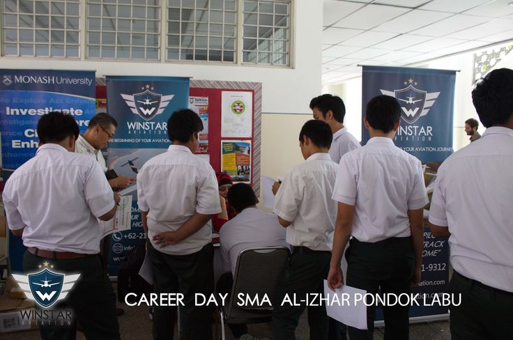 Winstar Aviation membuka booth di Career Day SMA Al-Izhar Pondok Labu (12 November 2014)