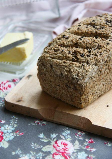 Egészséges kenyér sütése gluténmentesen? Megmutatjuk, hogyan! Receptünk este pillanatok alatt összedobható, reggel pedig boldogan falatozhatjuk