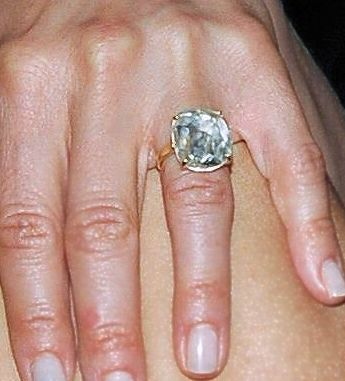 From Blake Livelys Gorgeous Light Pink Diamond Ring To Jennifer Anistons Stunner Twas An Excellent Year For Celebrity Engagement Rings