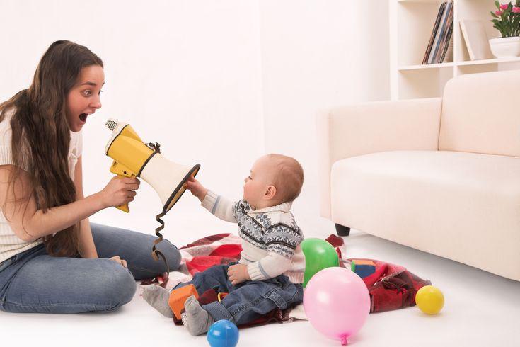 """Mulți părinți se întreabă când este momentul să înceapă să """"predea"""" lecții de disciplină copiilor lor. Răspunsul este: din primele luni de viață, chiar dacă nouă ni se pare absurd să disciplinăm un bebeluș. Fiecare vârstă are regulile ei de disciplină.  Primele luni Deși foarte mici, fără să priceapă cuvinte, bebelușii învață să recunoască"""