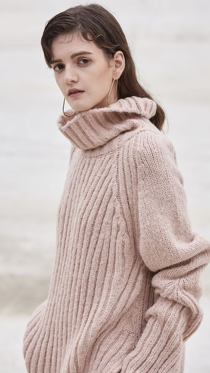 Popcorn Knit in Blush. Oversized sweater in chunky and heavy pink waffle knit wool blend. Long raglan sleeves, cozy big turtleneck, drop shoulder, ribbed back and cuffs, curved hem. Particularly long