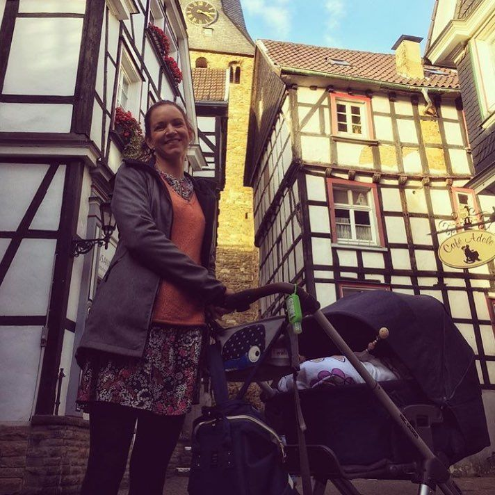 Stadt oder Land? Wo seid Ihr in der Regel unterwegs? / City or countryside? Where do you go normally out for a stroll? Thanks to @ninaintrouble #abcdesign #abcdesign_turbo4 #turbo4 #thinkbaby #autumn #sun #walk #historic #city #outside #pushchair #stroller #instagood #happy #sweet #sleep #little #kids #baby #mom #dad #motherlove #familytime #photooftheday #babyphotooftheday