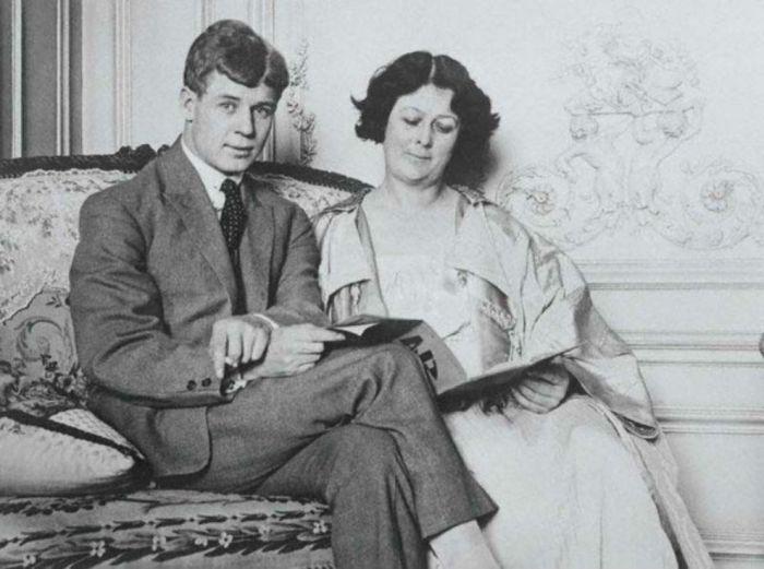 Сергей Александрович Есенин и Айседора Дунканан во время заграничного путешествия по Европе. Берлин, 1922 год.