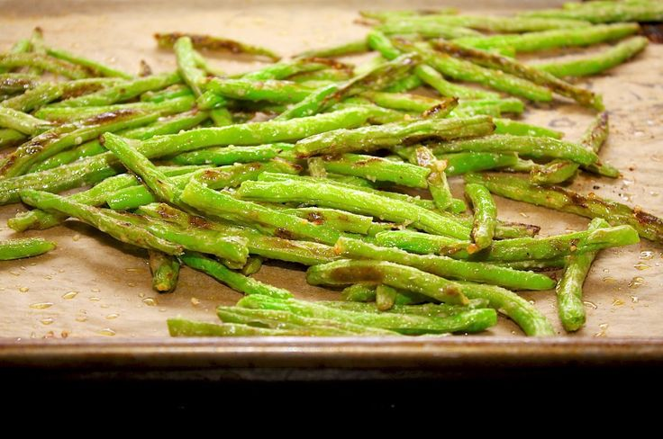 Easy Roasted Parmesan Green Beans - so simple and delicious! Love this for a healthy holiday side dish