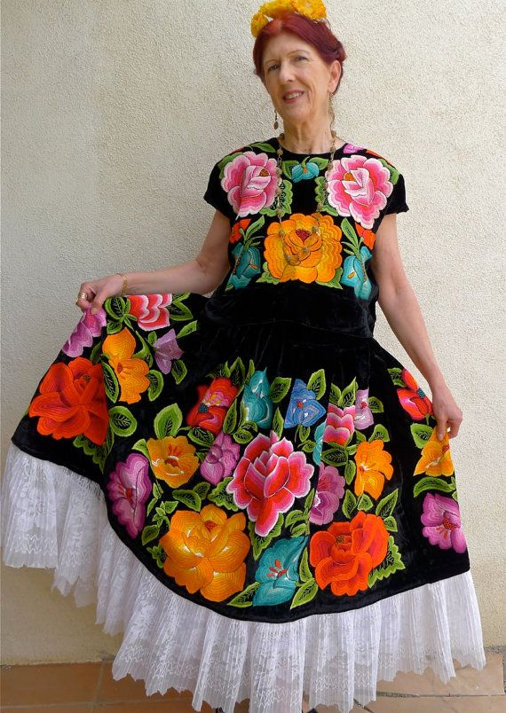 Vintage Mexican embroidery Tehuana Floral outfit Frida - COLLECTORS Black Velvet - Sz Medium-Small