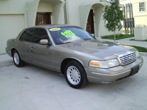 Used luxury Ford Crown Victoria  for sale in Texas for only $4999 in great condition.