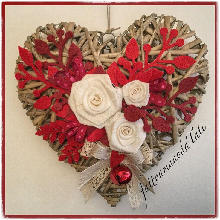 Cuore di vimini tinta naturale con tre rose di lino bianco, by fattoamanodaTati, 36,00 € su misshobby.com