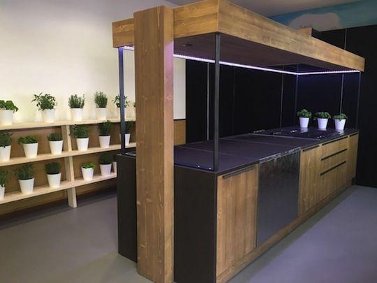 Fly Street #kitchen #tailormade in #natural #wood #urban #design Fly Street è una #cucina contemporanea dallo stile urban. Realizzata #sumisura