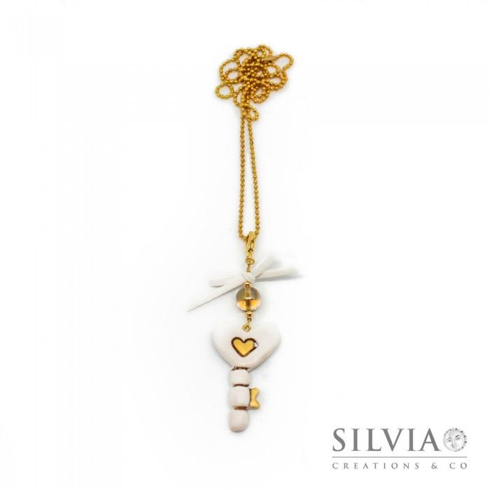 Collana lunga chiave a forma di cuore bianco e oro con fiocco