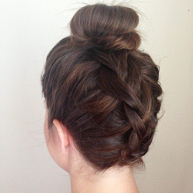Как красиво собрать волосы на голове в стильный пучок