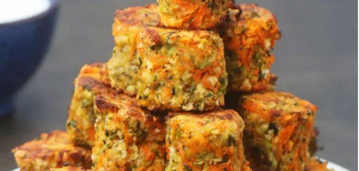 Πολύχρωμες μπουκίτσες λαχανικών. Για να τρώει το παιδάκι σας πιο εύκολα τα λαχανικά!    1 κολοκυθάκι  1 γλυκοπατάτα  1/2 μπρόκολο  1 καρότο  1 κουταλάκι του γλυκού αλάτι  1/3 φλιτζάνι παρμεζάνα  1/3 φλιτζάνι φρυγανιά τριμμένη  1 κουταλάκι του γλυκού πιπέρι  1 κουταλάκι του γλυκού σκόνη κρεμμυδιού  1
